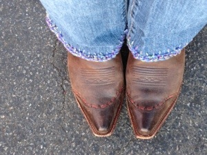 My boots in their Fall Debut and my Pinterest win.  Jeans from the GW Boutique which were about two miles too long.  Cut them off and hem with a crochet trim.  Fun and functional.  And ready for the Fair!