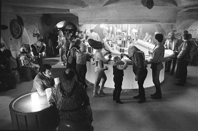 Photo via http://geektyrant.com/news/7min-unedited-star-wars-cantina-scene