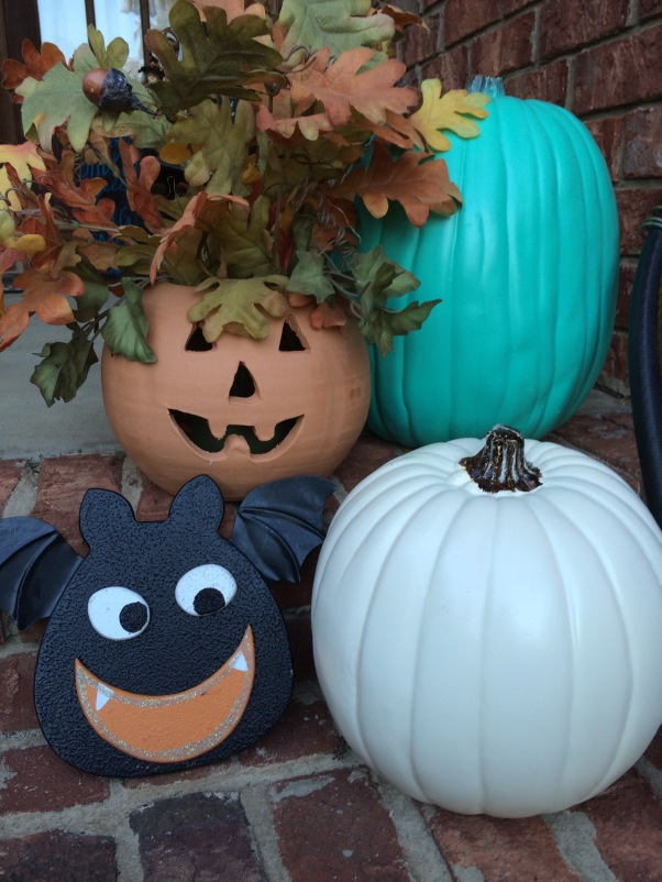 Teal is the new orange.  Our teal and cream pumpkins reappear with a new sidekick or two.  We're all a little batty around here with all kinds of things coming out of our heads.  ;)