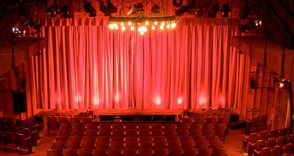 Barn_House_and_Curtain