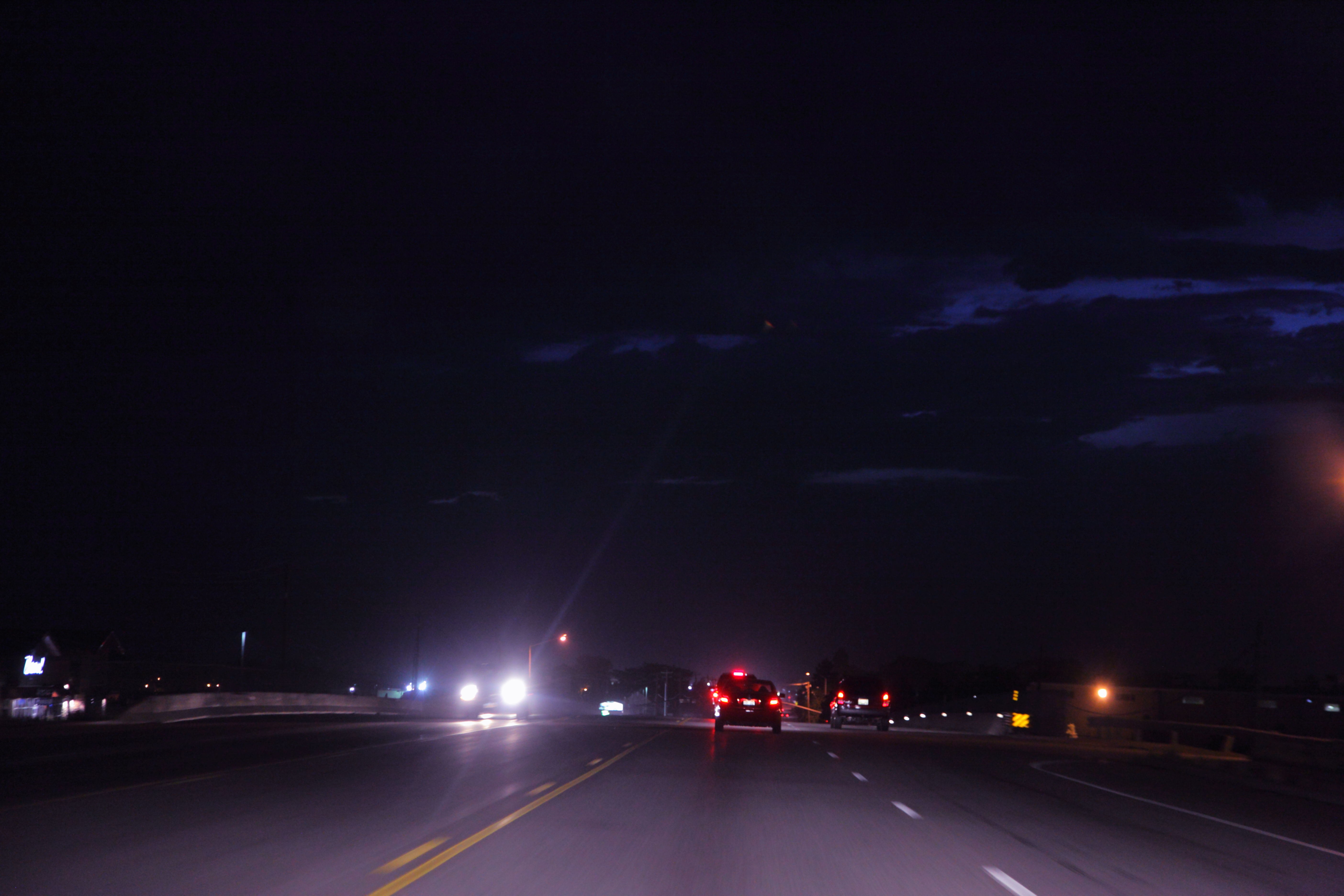 FREE_high_resolution_cars_driving_at_night_creative_commons_attribution_(9368836860)