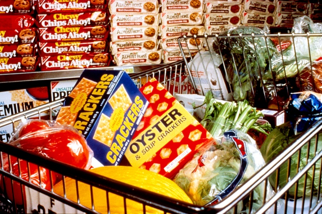 Healthy_snacks_in_cart